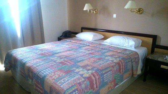 Elina Hotel Apartments : спальня