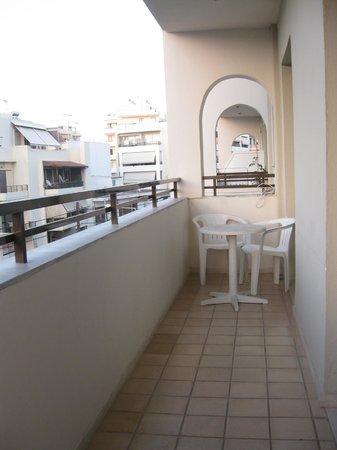 Elina Hotel Apartments : балкон