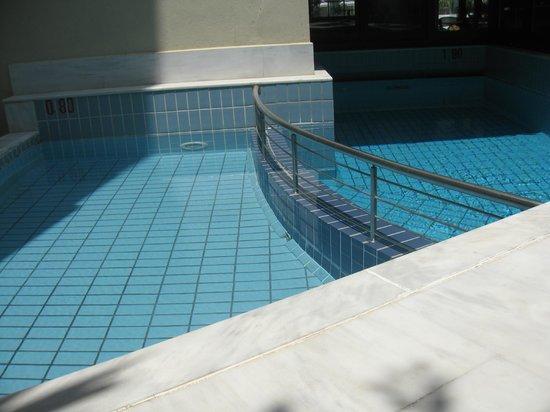 Elina Hotel Apartments : бассеин
