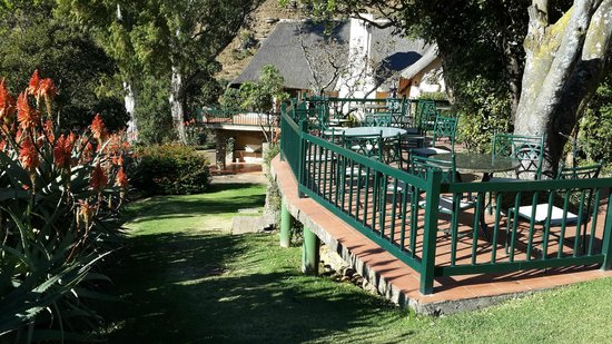 Cavern Drakensberg Resort & Spa: Pathway to pool and conferance rooms
