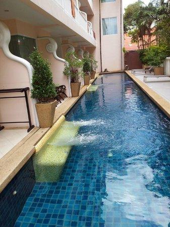 Baan Karonburi Resort: pool access