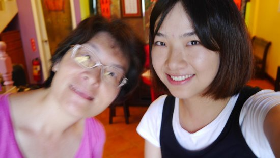 Penghu Moncsor International Youth Hostel: Hostess and me