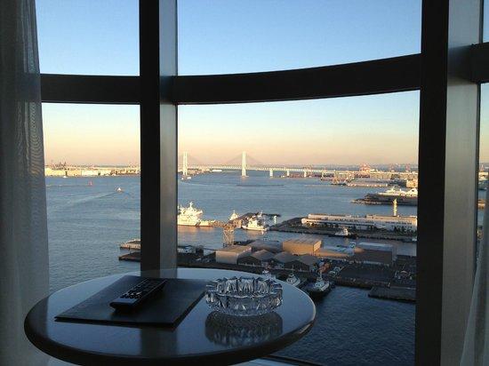InterContinental  Yokohama Grand : 先端のお部屋からの眺め