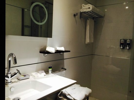 Four Points by Sheraton Milan Center : bathroom