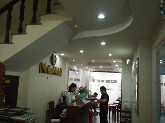 Little Hanoi Hostel 2 : reception