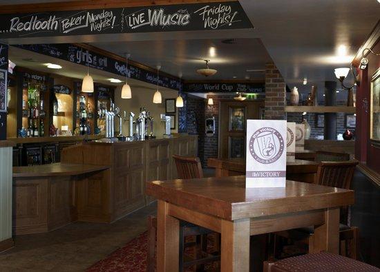 Village Hotel Bournemouth: The Public House