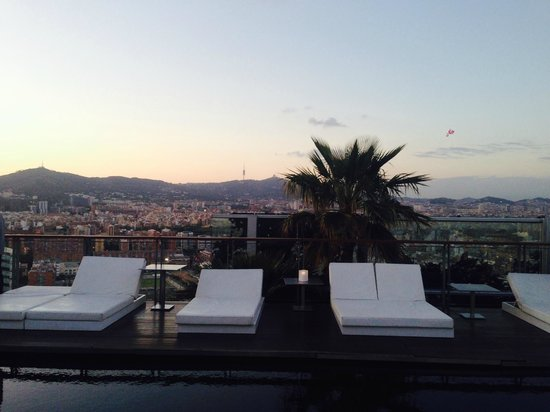 Renaissance Barcelona Fira Hotel: rooftop bar and pool with a view