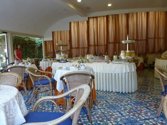 Antiche Mura Hotel: Central breakfast buffet