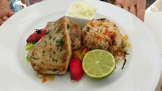 Seerose: Tuna steak with fried rice and summer vegetables