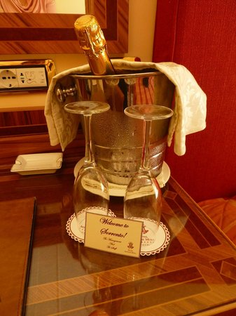 Antiche Mura Hotel: Welcome bottle in the room!