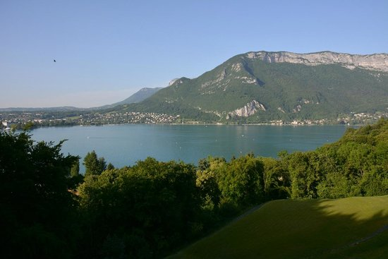 Les Tresoms, Lake and Spa Resort : vue sur le lac