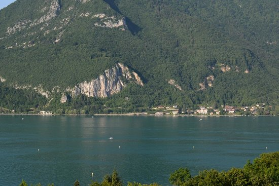 Les Tresoms, Lake and Spa Resort : la vue depuis la chambre