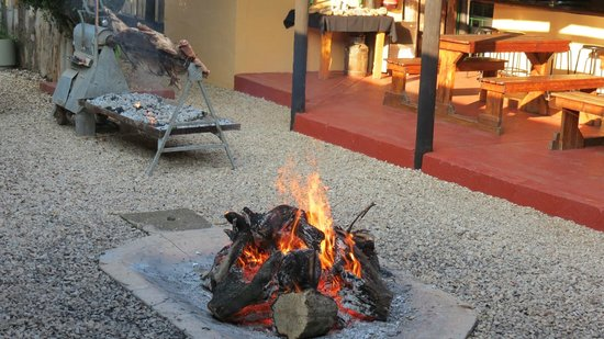 Kudu Ridge Game Ranch: Lapa area with spit braai.