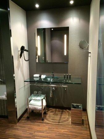 AC Hotel Torino : Washroom