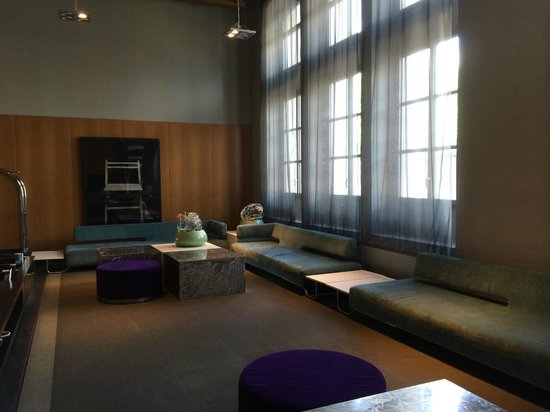 AC Hotel Torino : sitting area in the lobby