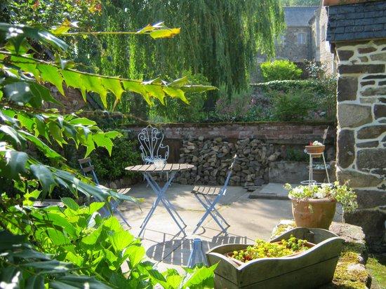 Chambres D'hotes Saint Yves : terrasse bord rivière