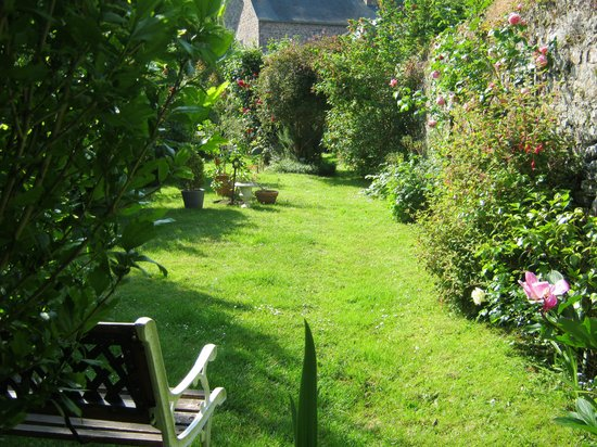 Chambres D'hotes Saint Yves : jardin