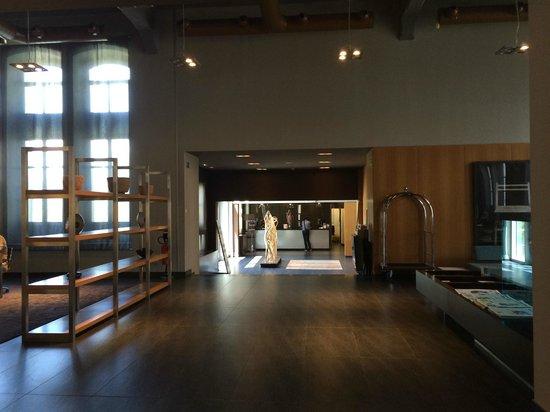 AC Hotel Torino : way to lobby