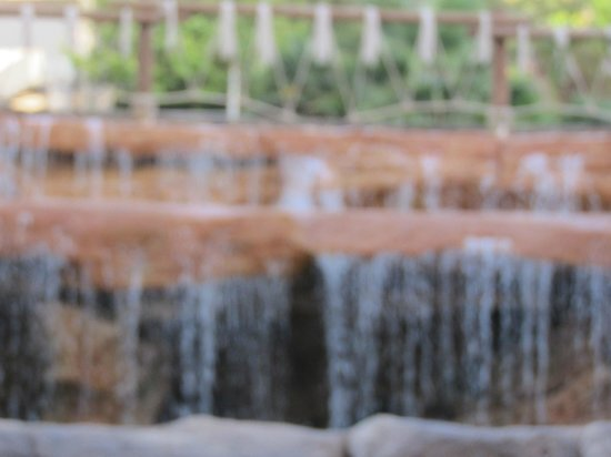 H10 Mediterranean Village : Водопад