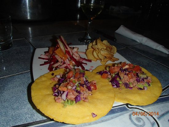 Tres Cabras Restaurante at Nepenthe : Meat tacos with roasted beet & pineapple salad