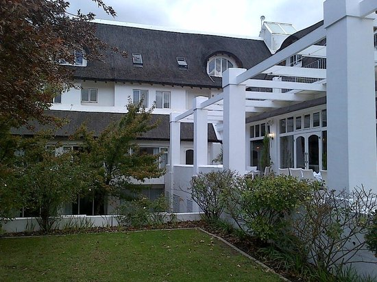 Le Franschhoek Hotel & Spa : View of the hotel from the garden