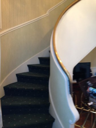 Plaza Lucchesi Hotel: Staircase to 2nd floor