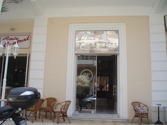 Kentrikon Hotel and Spa: Вход в Отель