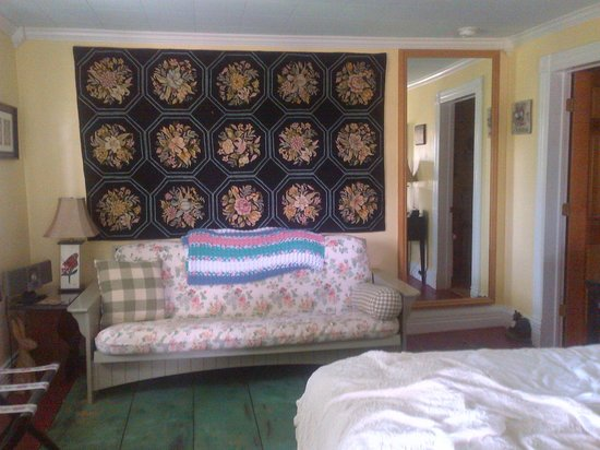 A Wicher Garden Bed & Breakfast: Futon in the Garden room