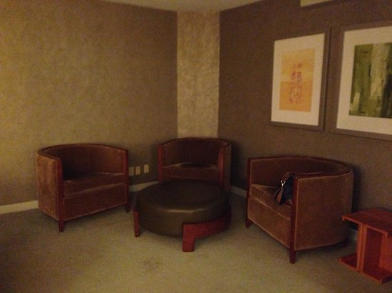 Westin Toronto Airport: Suite living room 2