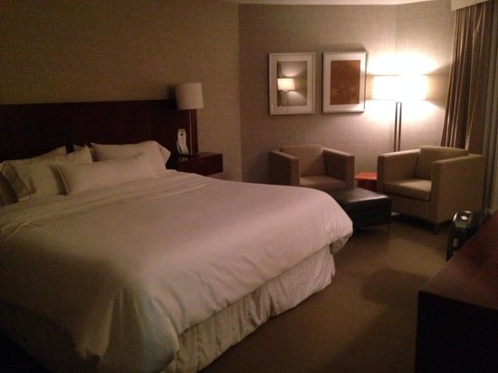 The Westin Toronto Airport : Suite bedroom