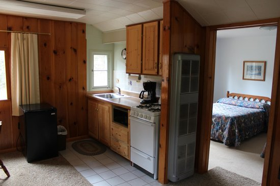 Workshire Lodge: Ktichenette of Cabin 5 - a 1 bedroom unit