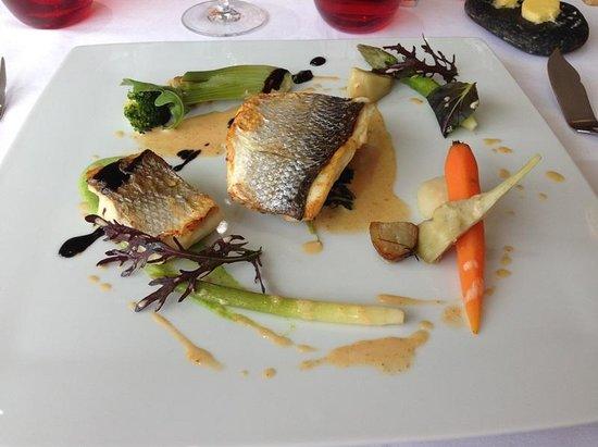 """Aigue Marine Restaurant: Plat - Bar unilatérale - menu du """" Phare de la Corne"""""""