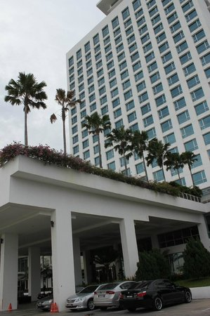 Holiday Inn Melaka : ホテルの外観