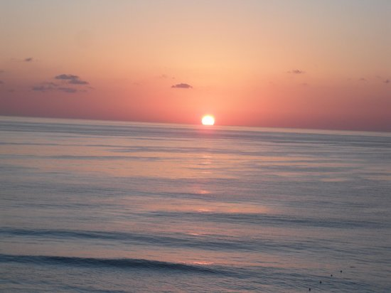 Gran Caribe Resort: Sunrise directly from our room.