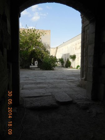 Sultanhani Aksaray: looking out from the covered hall