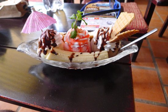 Buddy Ice Cream & Info Cafe: Banana split
