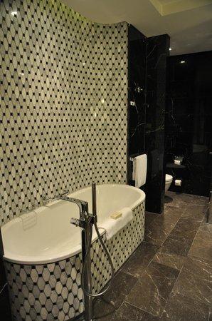 Hilton Istanbul Bomonti Hotel & Conference Center: Our suite