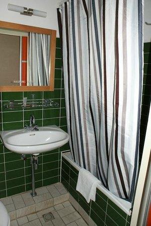 Aalborg Hotel Amsterdam: Sink & Shower