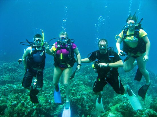 Sueno Del Mar Resort: Family diving!