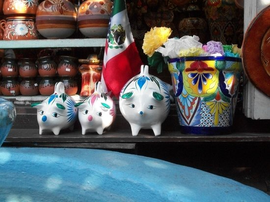 Olvera Street: Colorful stalls & shops