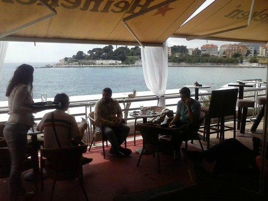 Caffe Lounge Bar Fjaka Bacvice Split