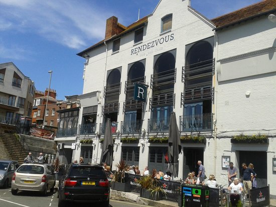 Rendezvous: Superb food in a lovely setting.