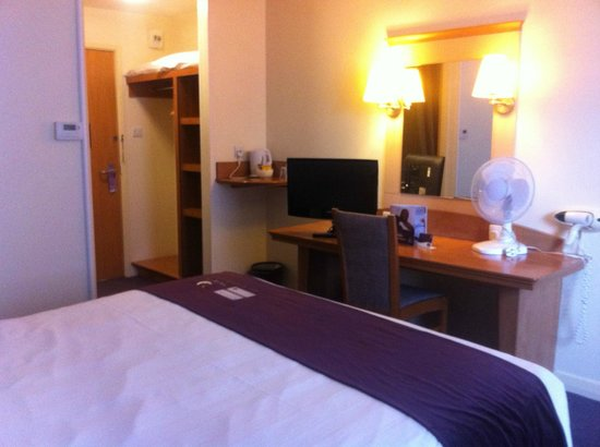 Premier Inn Swansea North Hotel : Room