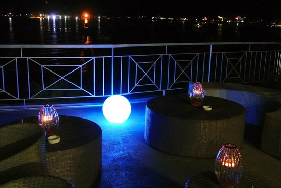 Le Lagon Hotel Restaurant : vue soir