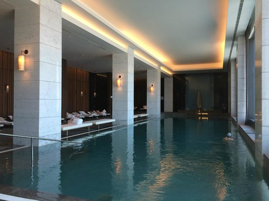 Hilton Istanbul Bomonti Hotel & Conference Center: the indoor pool