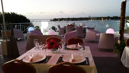 Le Lagon Hotel Restaurant : restaurent terrasse