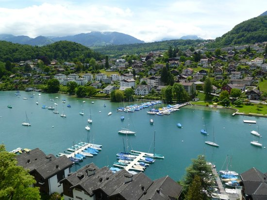 Schloss Spiez: Views from the castle in Spiez of the harbor and Mountains.