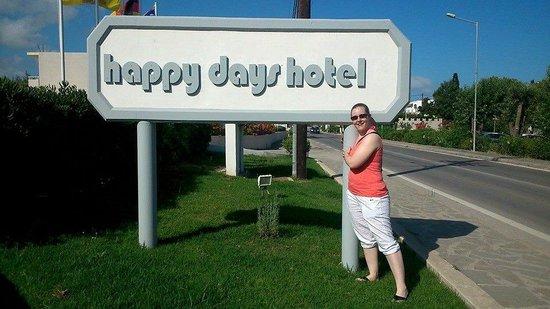 Happy Days Hotel: Signage