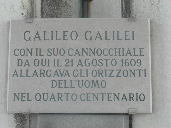 Campanile di San Marco: La targa a Galileo