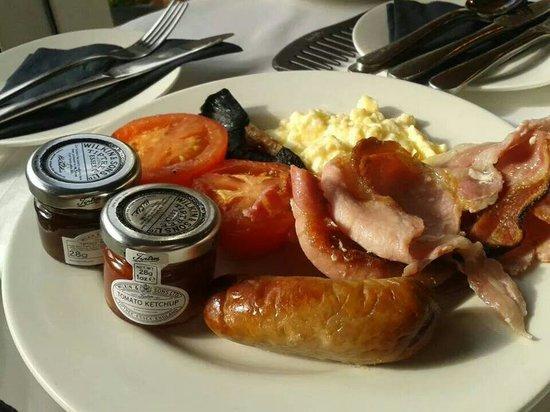 Marwell Hotel: My breakfast! :)